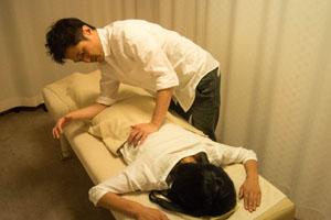 「腰部~大腿部」 筋肉の連動性を捉え的確にほぐしていきます。